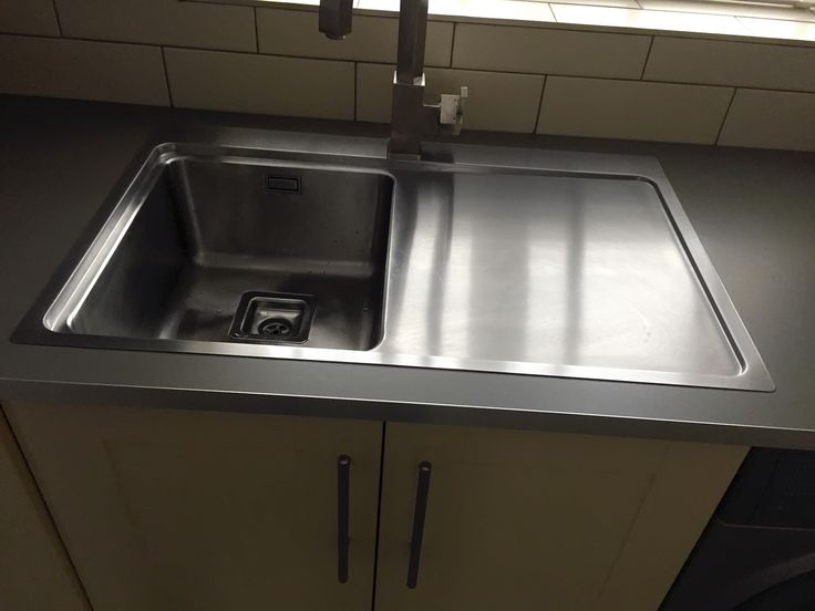 The Bluci Orbit70ME low profile stainless steel kitchen sink.  Picture sent in from one of our customers.  Looks great with the square style tap and the grey work surface.