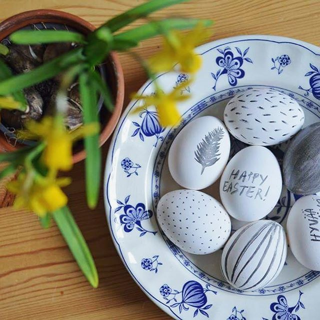 Do you decorate Easter eggs? Here are some eggs Anniina made past years, swipe to see all! Happy Easter everyone 🐣 •  •  #moreontheblog #newblogpost #linkinbio #easter #eastereggdecorations #paintingeastereggs #blog #blogger #blogs #bloggers #diyers #diy #diys #diyideas #diyprojects #crafty #craftlife #makeit #makers #doityourself
