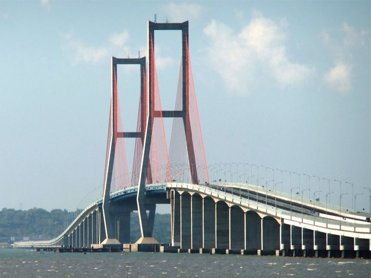 Suramadu Bridge (5.483m), Surabaya Indonesia
