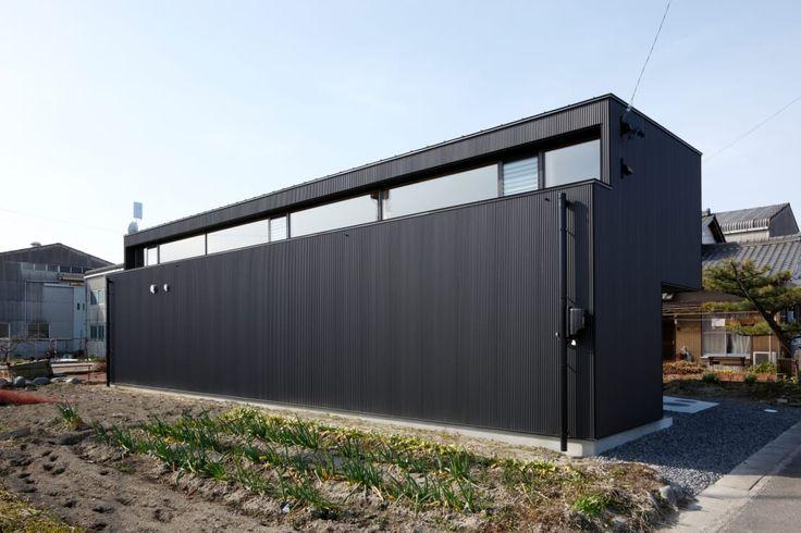存在感のある家、モダンな家、クールな印象の家、シンプルなデザインの家・・・などといった理想をお持ちであれば、黒の外観も検…