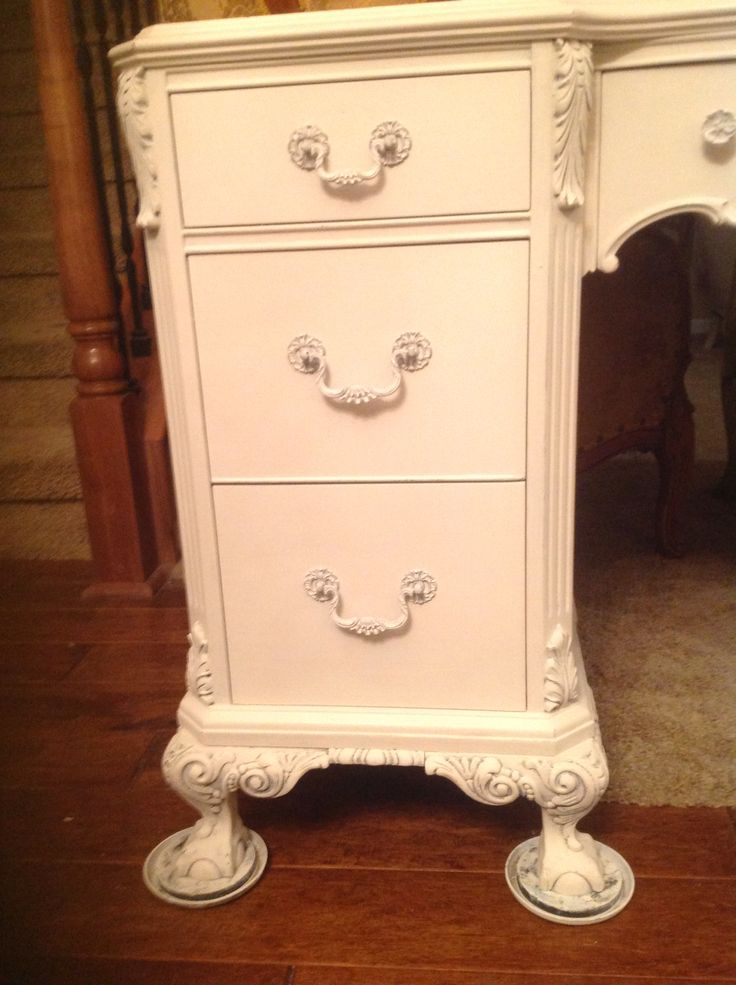 22 best Heirloom Traditions Painted Vintage Furniture (before and - ceruser un meuble en pin