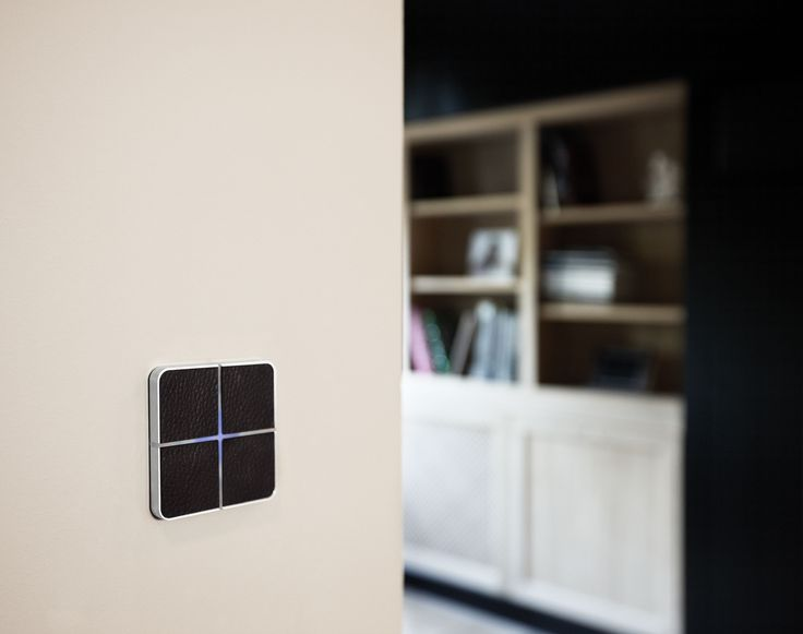 Touch-sensitive, design Enzo switch in black leather for any interior: contemporary, minimalist, classic... Controls home automation lights, shades, temperature, music ... Available in aluminium, bronze, glass, leather, nickel ... Learn more at www.basalte.be