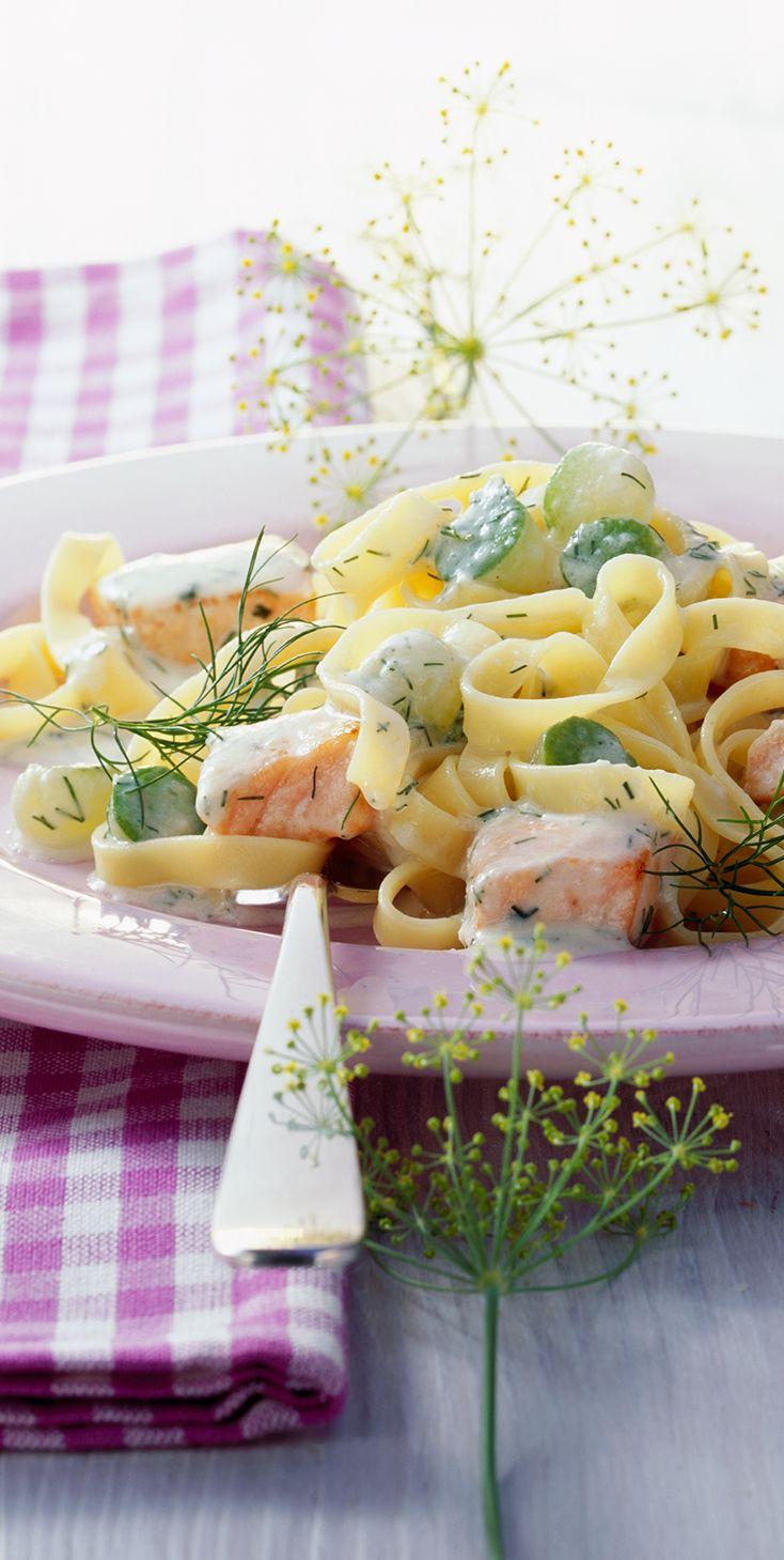 Tagliatelle in Gurken-Käsesauce mit Lachs #hochland #käse #rezept #recipe #cheese #pasta #gurke #käsecreme #gouda #lachs #tagliatelle