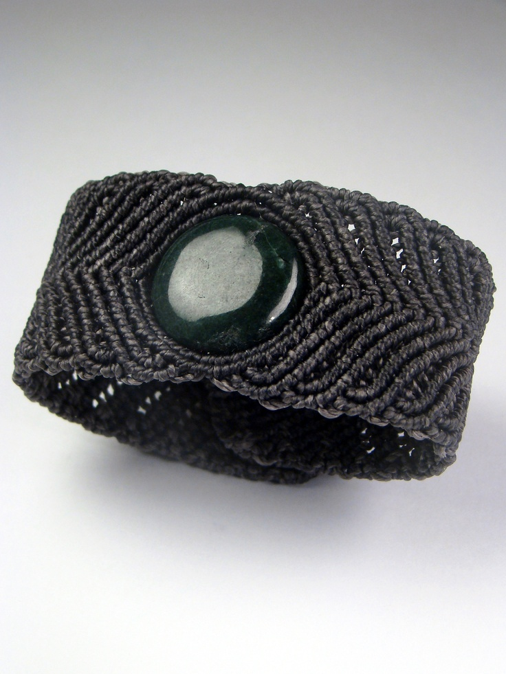 Living en Bermudas  Jade Bracelet  Made of: semi precious stone - green jade and waxed thread.  Circumference - 18 cm, width - 3 cm