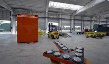 Ebo van Weel is gespecialiseerd in het ontwerpen en fabriceren van aanhangwagens, mobiele wegbebakening en vrachtwagencarrosserieën. Hercuton heeft deze nieuwbouw turn-key gerealiseerd inclusief kantoorindeling, afbouw, installaties en infra.