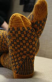 Baltic Princess (Baltian prinsessa) sock pattern was exclusive to the Finnish knitting club Kalakukkojen neuleklubi 2017 until April the 20th, 2017. Now the pattern is available free of charge for everyone on Ravelry.