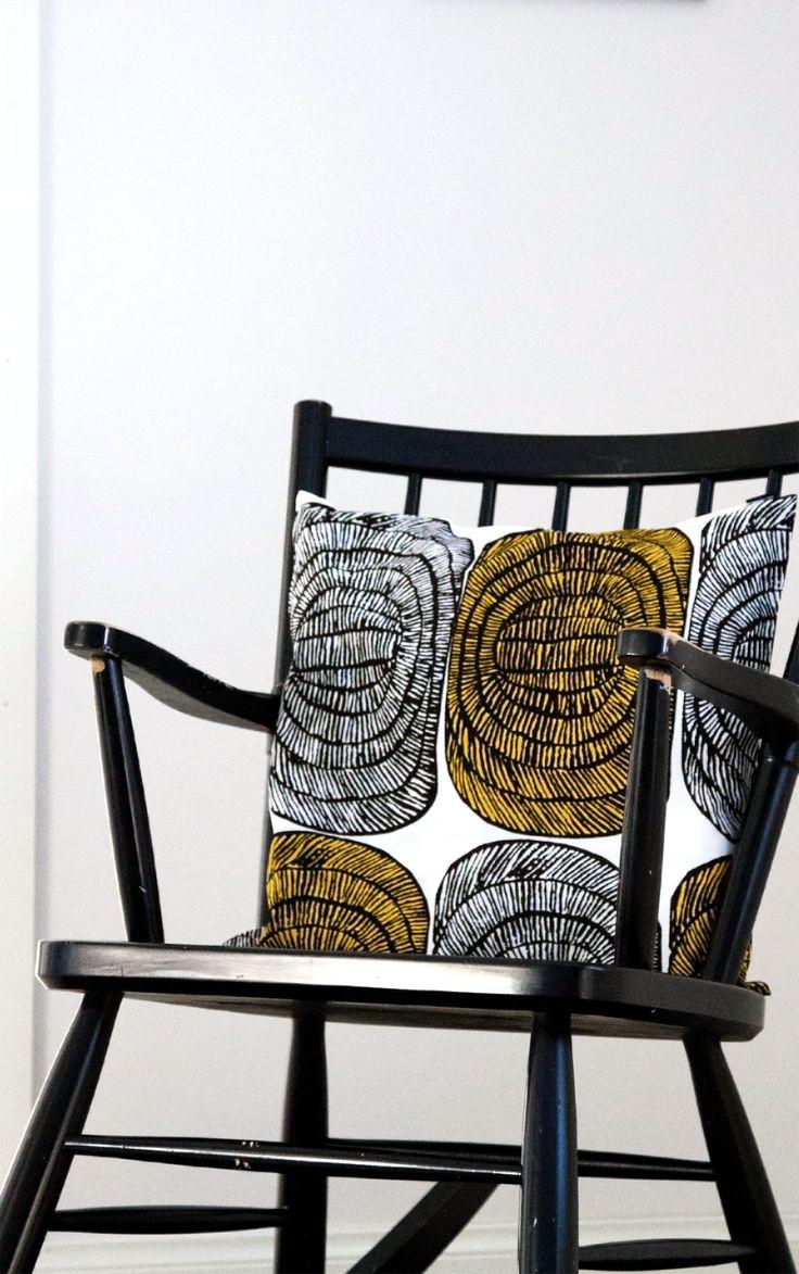 Keinutuoli, 50-luku, koristetyyny, Mehiläispesä, Marimekko Rocking chair, midcentury, decorative pillow, throw pillow