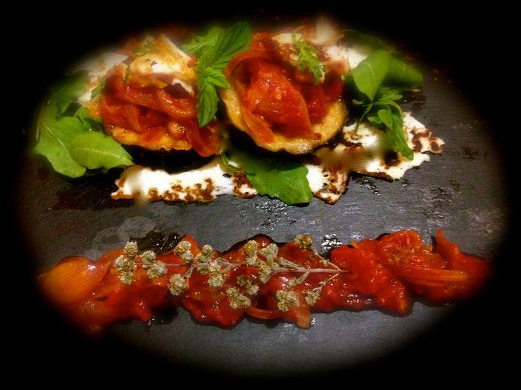 Μελιτζάνες ψητές με μαστέλο και σάλτσα ντομάτας...