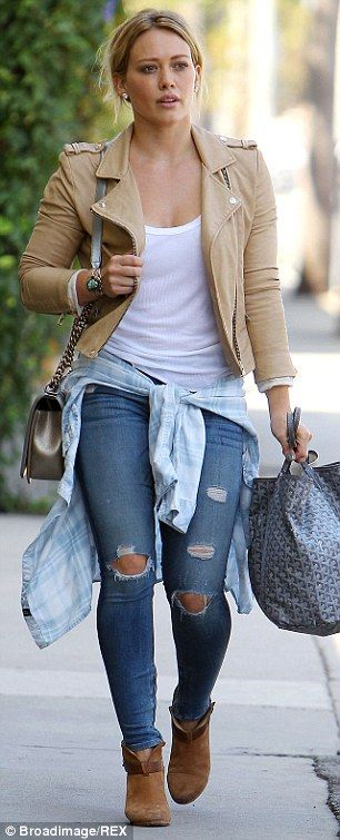 Hilary Duff dresses down after announcing the delay of her new album #dailymail