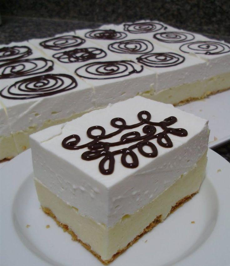 Prăjitura cremsnit, un desert delicios rapid si fără coacere cu friscă si cremă de vanilie • Gustoase.net