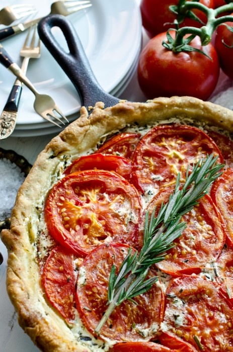 Tomato & rosemary tart with goat's cheese & mascarpone