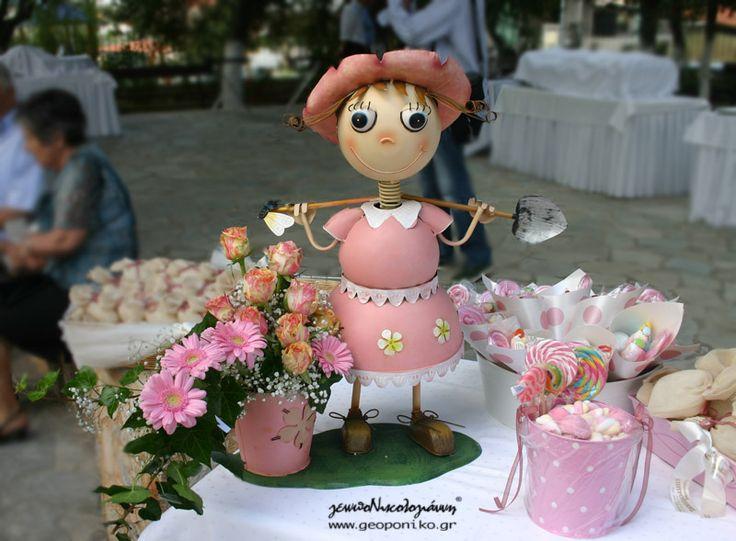 τραπέζι γλυκών! κοριτσάκι με λουλούδια