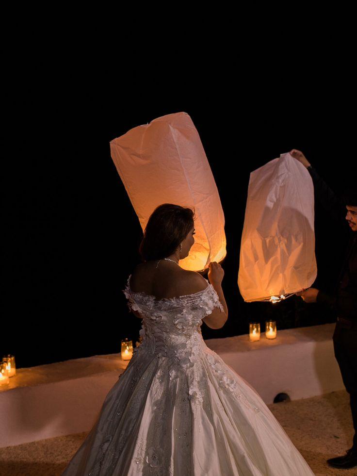 Fly lanterns, wedding, candles, wedding dress, couple, reception, wish, planner, thediamondrock