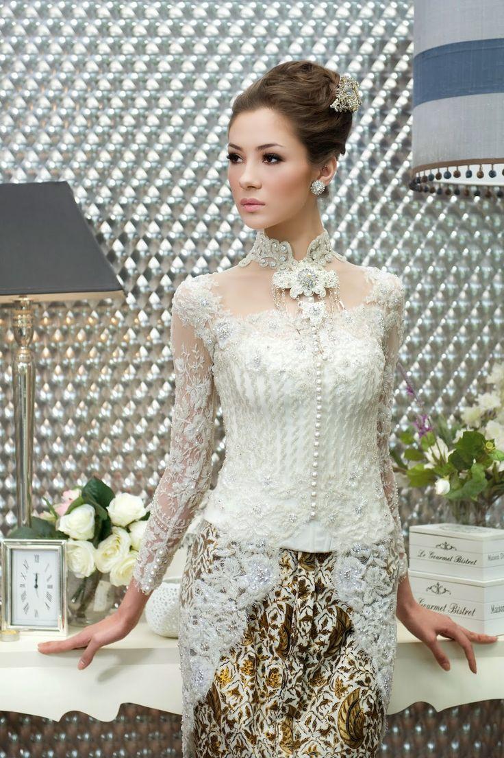 Semua wanita ingin tampil cantik dan sempurna di hari pernikahannya. Hal yang paling mendapat perhatian adalah busana pengantin, karena busa...