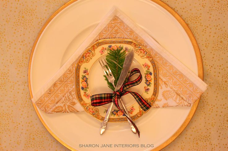 Going for gold....gold table setting for Christmas 2014 up on the blog http://sharonjaneinteriors.blogspot.co.uk/2015/01/2015-and-possibilities.html