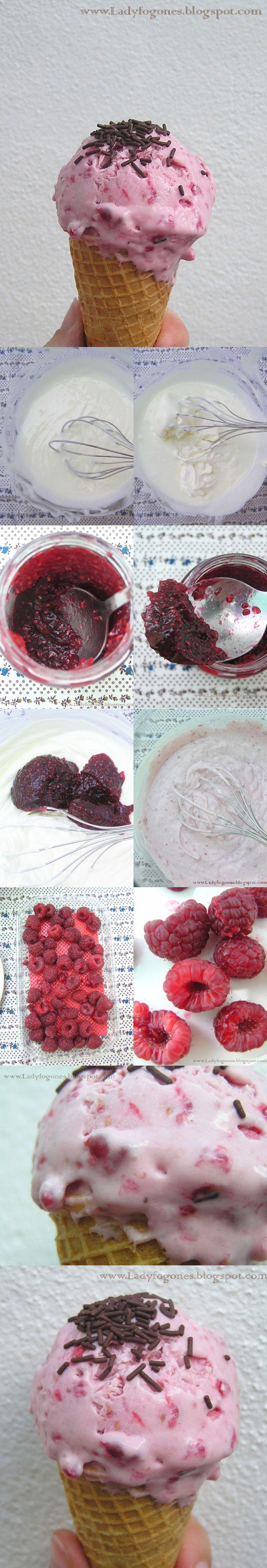 Helado de queso y frutas del bosque / http://www.ladyfogones.com/