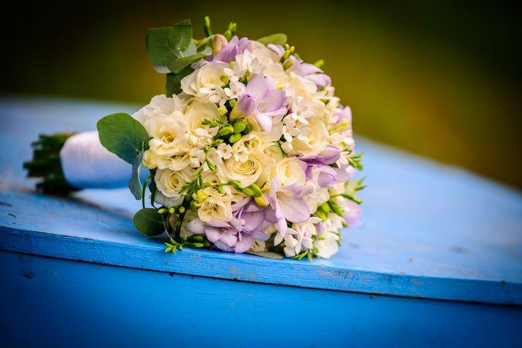 svatební kytice s fréziemi