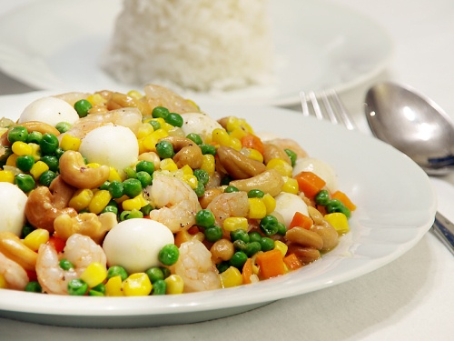 Mixed vegetables with shrimps and quail eggs