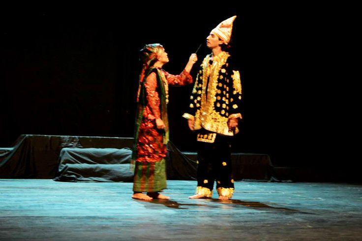 pertunjukan teater Anggun Nan Tongga, karya Edy suisno