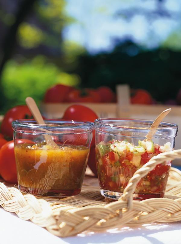 Recette de Ricardo de ketchup aux tomates vertes.  Parfait pour accompagner la tourtière ou autre chose, le ketchup maison trouve toujours sa place sur la table.