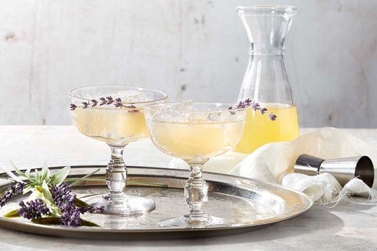 Wodka met viooltjessiroop en lavendel