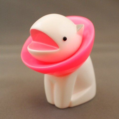 Parabola - white with pink collar figure by Chima Group, produced by Chima Group. Front view.