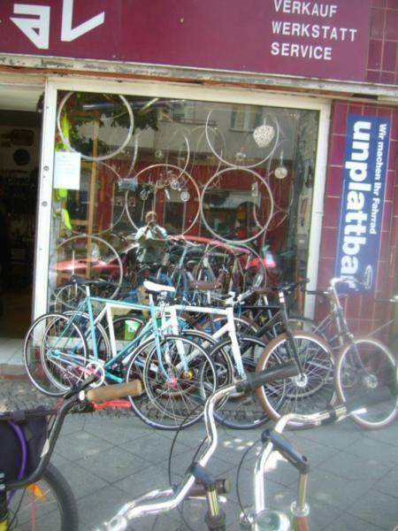 RADideal Fahrradladen und WerkstattDirekt am S- BundesplatzBernhardstr.1310715 BerlinReparaturen:Gut,günstig und schnell.RADideal bietet ihnen eine gründliche Inspektion für ihr Fahrrad zu fairen Preisen (29€)Neben einer guten Fachwerkstatt bieten wir Ihnen vor Ort auch Ersatzteile und praktisches Zubehör an.