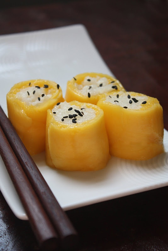 Thai Coconut Sticky Rice with Mango in Sushi Form  WHAT! just bringing deliciousness to the next level I guess.