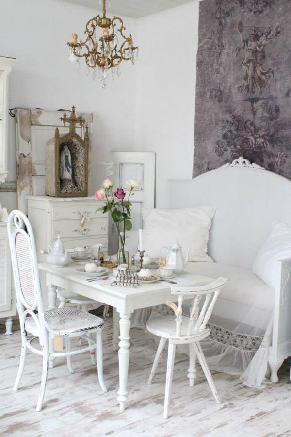 Shabby Chic http://www.mobilinolimit.it/tavoli/977_tavolo_allungabile_con_gambe_tornite_laccato_bianco_opaco_mnl1010.asp