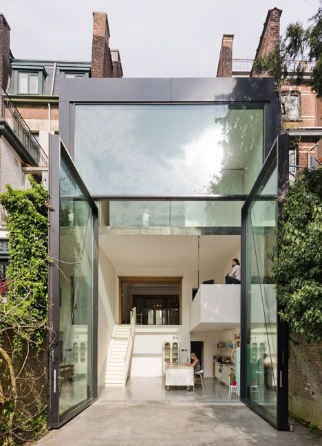 Brilliantly crafted #modern architecture of pivoting #widows of and spacious entrance