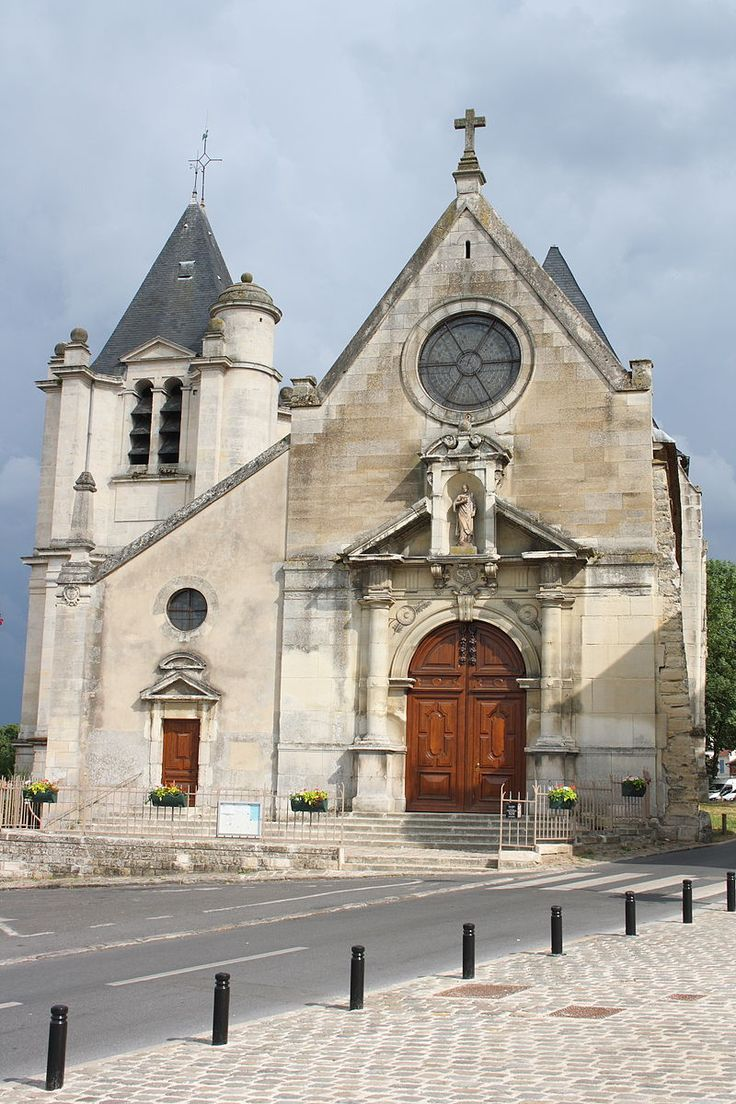 Vue depuis la place de l'Église.