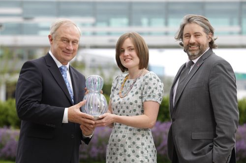 DAA has commissioned Co Derry based artist Catherine Keenan to produce Striped Bulb, which is this year's Business To Arts award. Pictured with Catherine are DAA Interim Chief Executive, Oliver Cussen, and Stuart McLaughlin, Chief Executive of Business to Arts. #sculpture #ireland #BusinessToArts #awards
