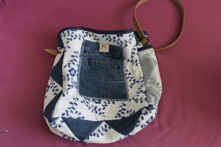 """""""vymazlená"""" modrobílá taška"""