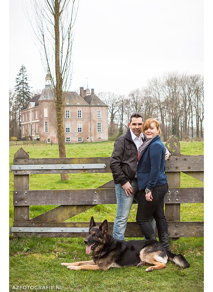 A couple and their dog at the Hackfort Castle in Vorden, The Netherlands.  Photographer Ada Zyborowicz - AZFotografie.nl