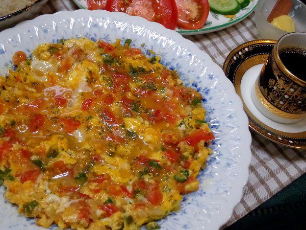 トルコ料理の朝の定番メニュー  半熟のとろとろ食感がワクワク美味しい、トルコ風スクランブルエッグ♪  簡単に作れちゃうので朝食にピッタリ!