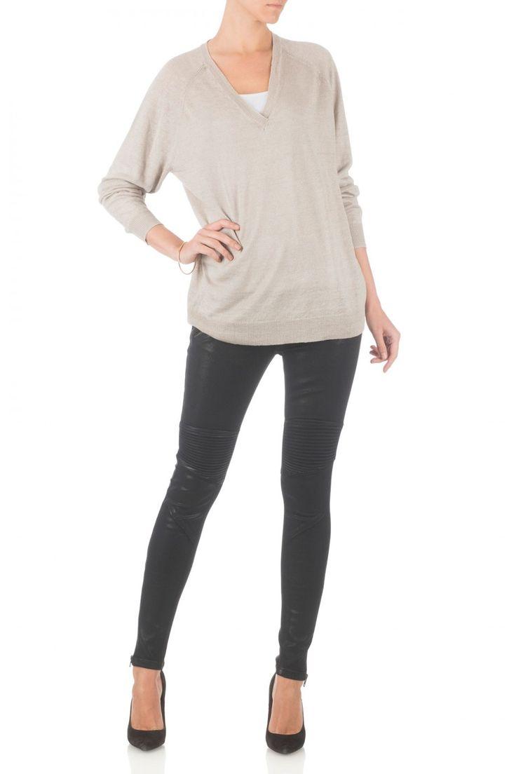 Sacha Zwarte skinny jeans van een gecoat stretch katoen in de trendy biker look met aangegeven met rits, ritsen bij de enkels, en stiksels in een gewatteerde blik de knieën en de achterkant terug. De perfecte broek voor een rots geïnspireerde look!