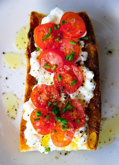 Cottage cheese and cherry tomatoes on baguette.