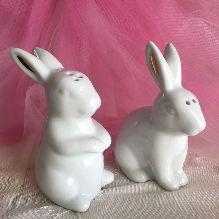 White Bunny Salt Pepper Shaker Set Porcelain Gold Farm House Decor Rabbits New