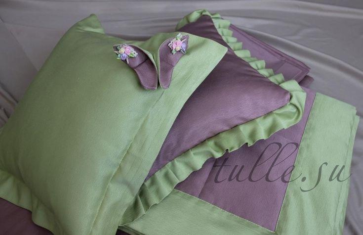Декоративные подушки с бабочкой.