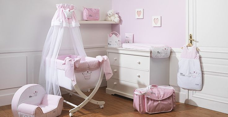 chambre de b b fille blanc et rose pale broderie couronne de princesse collection princesse. Black Bedroom Furniture Sets. Home Design Ideas