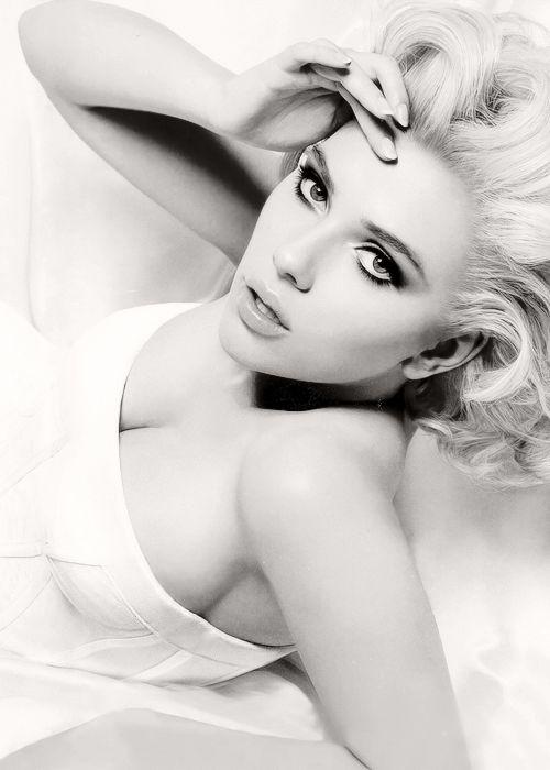 .Girls Crushes, Marilyn Monroe, Eye Makeup, Scarlett Johansson, Beautiful, Black White, Scarlettjohansson, Actresses, Caramel Apples