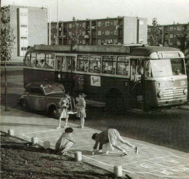 Bus jaren '50. Een hele belevenis om als klein dorpsmeisje in zo'n bus te rijden.