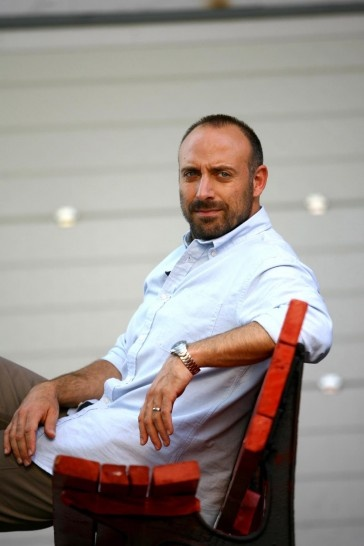 Halit Ergenç (Turkish pronunciation: [haˈlit æɾˈɟentʃ]) (born 30 April 1970 in İstanbul, Turkey) is a Turkish actor. He is currently starring in the hit series Muhteşem Yüzyıl (Magnificent Century)