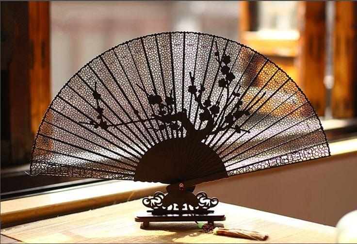 Дешевое Подлинным черное дерево сандалового дерева вентилятор вентилятор женский китайской красивая высокое качество подарки технологии украшения стороны вентилятора JXY0145, Купить Качество Бамбуковые ремесла непосредственно из китайских фирмах-поставщиках:        Дорогие друзья, Все болельщики замечательные, Мы доставки Шаблон случайно.