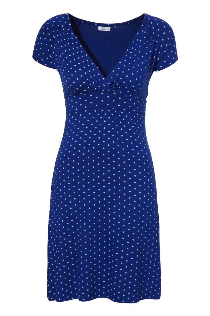 Vrolijke jurk van Livera met stippen print en een kort mouwtje. Het jurkje is gemaakt van een soepel vallende viscose kwaliteit en de lengte is tot boven de knie. Makkelijk aan te trekken over je bikini op het strand, maar ook leuk voor thuis of op je werk.