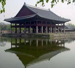 경회루 In Joseon dynasty it wad a place for the royal family's party or welcome celemony for the official guest from foreign countries. It in Gyeongbok gung(palace), Seoul, Korea