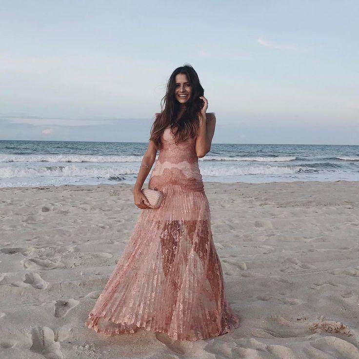 Vestido de madrinha para casamento na praia. Instagram: @viihrocha