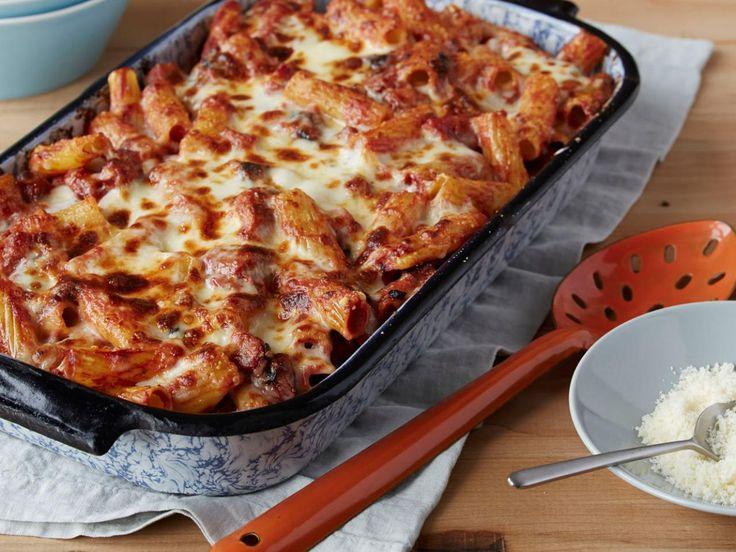 La Pasta al Forno è un piatto tipico della tradizione italiana che non si può non saper cucinare! Sicuramente meno famosa delle Lasagne, la Pasta al Forno è il piatto perfetto per utilizzare tutta la pasta avanzata in dispensa!