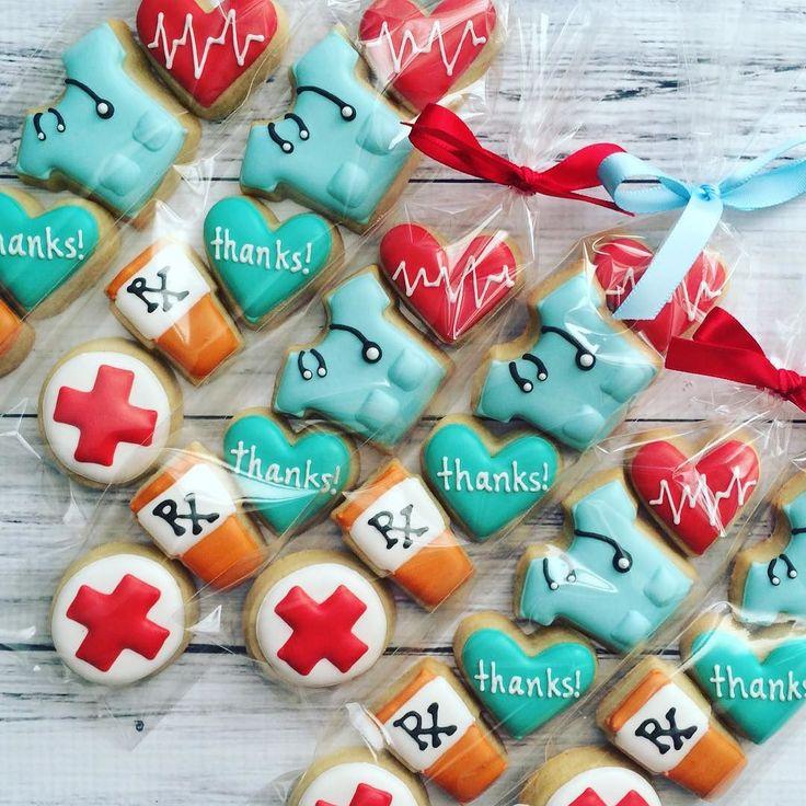 Thank you gifts for a team of doctors and nurses!! #thankyou #doctor #nurse #toocutetoeat #customcookies #decoratedcookies #sugarcookies #bananabakery by bananabakery_cookies