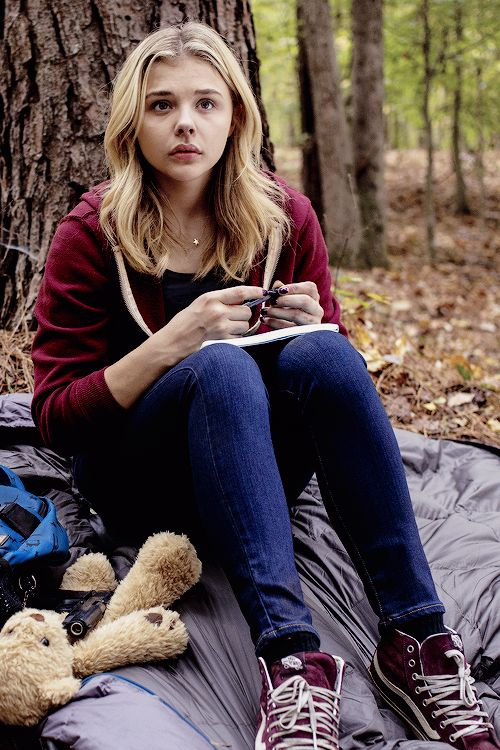 "{Changing Samantha/Sam's FC to Chloe Grace Moretz} ""I... I'm the Alpha's mate..."""